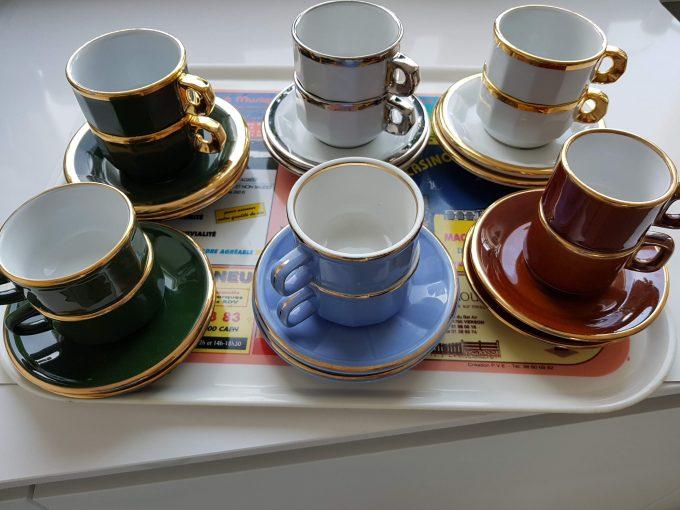 Delaunay Porcelaine France. Koffiekop en schotel blauw met gouden rand. Per set van 2 2