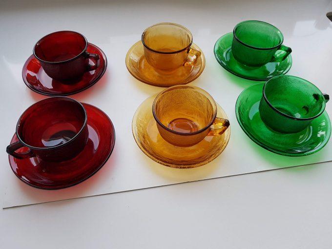 Arcopal France. Arcoroc Siera. Kop en schotel glas rood. Per set van 2 3
