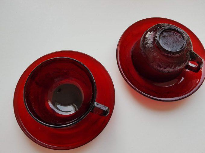 Arcopal France. Arcoroc Siera. Kop en schotel glas rood. Per set van 2 2
