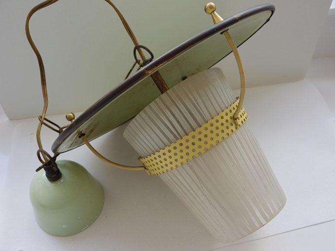 Philips?? Vintage hanglamp . Groen met gele rand met glazen kapje. 2