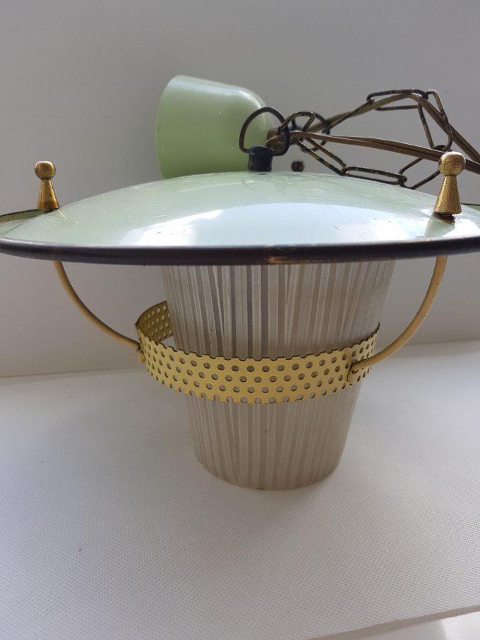 Philips?? Vintage hanglamp . Groen met gele rand met glazen kapje. 1