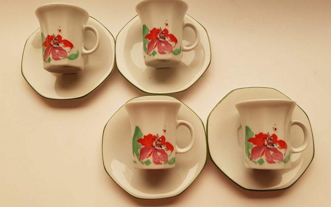 Winterling Röslau. Bavaria Germany. Espresso kop en schotel porselein.  Rood bloemmotief. Per set van 4 2