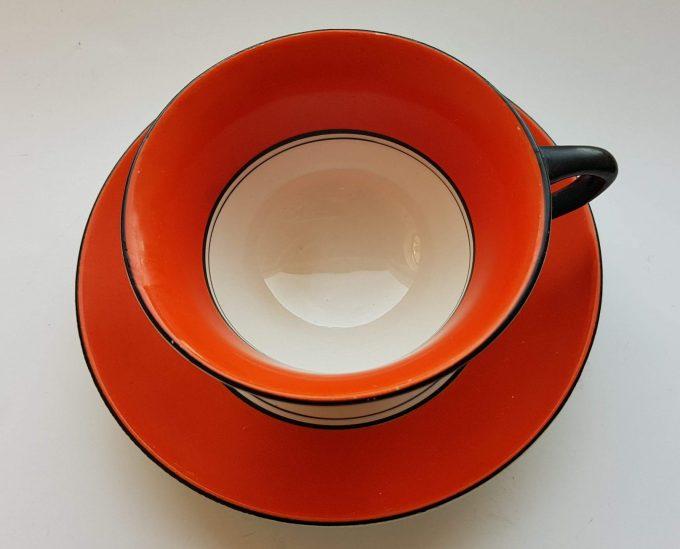 Petrus Regout & Co, Maastricht. Made in Holland. Thee kop en schotel oranje wit. 2
