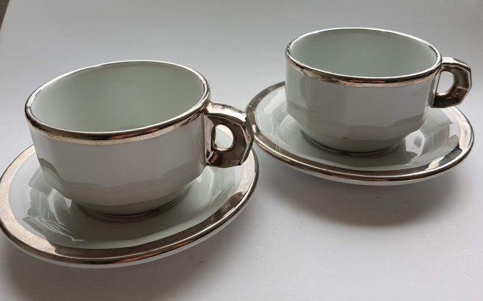 Pillivuyt France L782 en L793 France. Koffie kop en schotel wit met zilveren rand. Café au lait of Capuccino. Set van 2 1