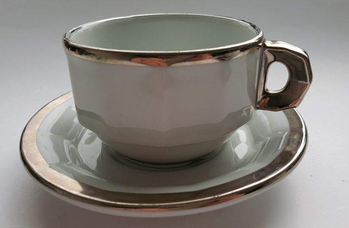 Pillivuyt France L782 en L793 France. Koffie kop en schotel wit met zilveren rand. Café au lait of Capuccino. Set van 2 2
