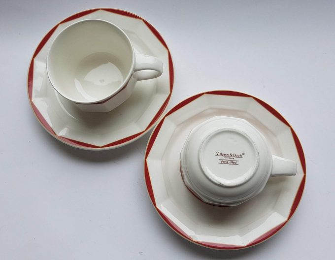 Villeroy & Boch Luxembourg. Varia-Red. Koffie kop en schotel wit met rode rand . Per set van 2 2