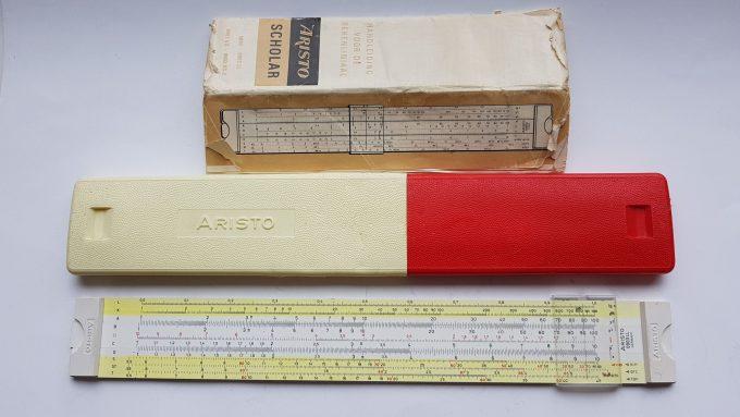 Aristo scholar 0903LL Germany. Aristo rekenliniaal in cassette met gebruikershandleiding. 1