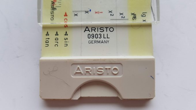 Aristo scholar 0903LL Germany. Aristo rekenliniaal in cassette met gebruikershandleiding. 2