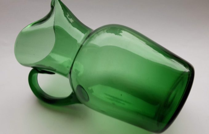 Waterkan hoog met handvat, groen glas 2