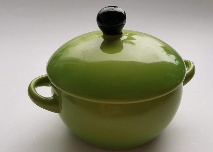 Ovenschaaltjes, suikerpotjes? Zomaar 2 leuke potjes groen en blauw met deksel. Per set van 2 2