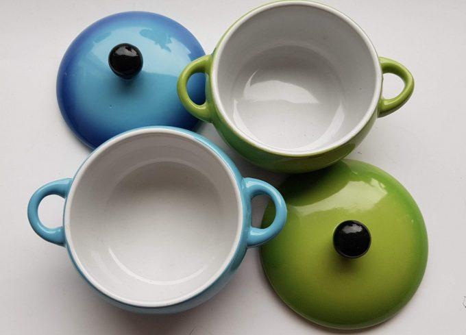 Ovenschaaltjes, suikerpotjes? Zomaar 2 leuke potjes groen en blauw met deksel. Per set van 2 4