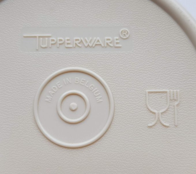 Tupperware. Made in Belgium. Sinasappel /Citrus pers creme oranje. 3