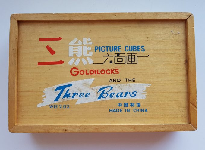 Picture Cubes WB 202. Goldilocks and the Three Bears. Blokpuzzel in houten doosje  5 x 3 blokken. 1