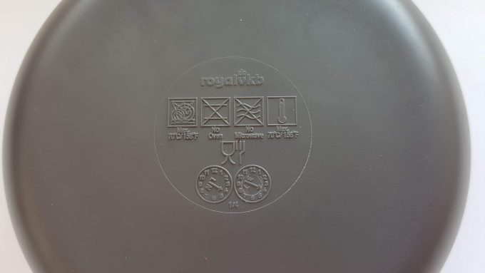 Royal VKB. Schaaltjes in twee kleuren bruin en blauw. Per set van 4 3
