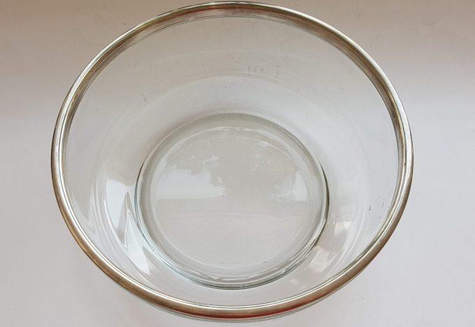 Bormioli Rocco Made in Italy.  Glazen schaal met zilveren bovenrand. 2
