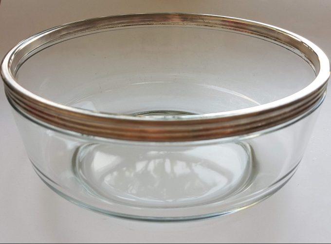 Bormioli Rocco Made in Italy.  Glazen schaal met zilveren bovenrand. 1