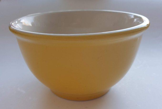 Union Pacific Tableware, Beslagkom, schaal. Kleur wit/geel. 1