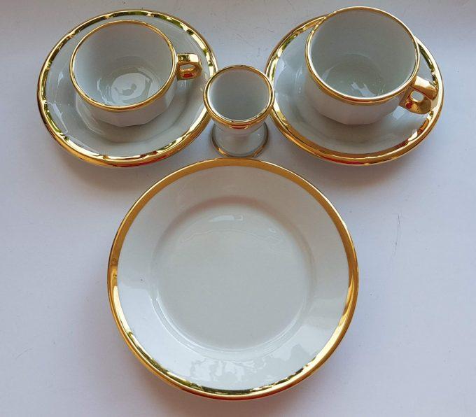 Pillivuyt France. Ontbijtset bestaand uit 4 delen. Wit met Gouden rand. Per stuk. 1