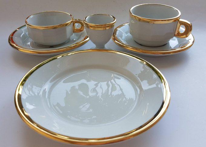 Pillivuyt France. Ontbijtset bestaand uit 4 delen. Wit met Gouden rand. Per stuk. 2
