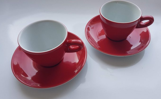 Walküre Germany. Koffie kop en schotel rood / wit. Per set van 2. 1