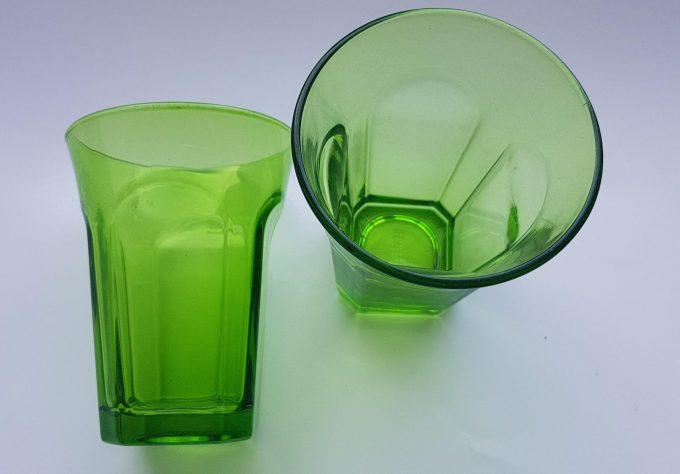 Guzzini Italy. Waterglazen groen glas. Per set van 2 2