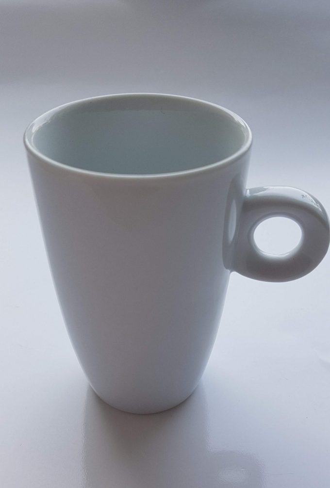 Porcelaines M.P. Samie. Union Limousine France. Espressokopje wit porselein. Met kenmerkend rond handvat. Per stuk. 1
