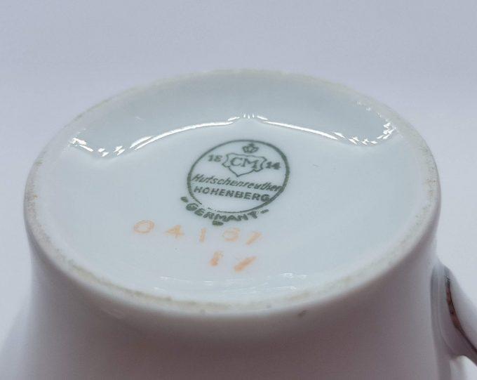 Hutschenreuther Hohenberg 04167. Germany. Melkkannetje wit met zilveren rand. Binnenkant versiering. Per stuk 3