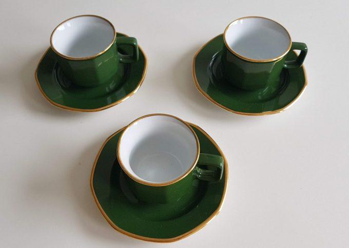 Kahla Germany. Espresso kop en schotel. Groen wit met gouden rand. Per stuk. 2
