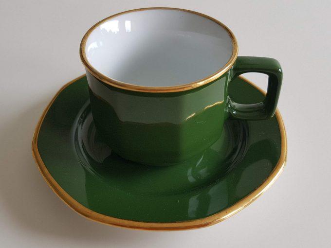 Kahla Germany. Espresso kop en schotel. Groen wit met gouden rand. Per stuk. 1