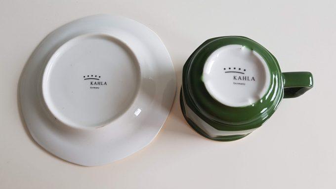 Kahla Germany. Espresso kop en schotel. Groen wit met gouden rand. Per stuk. 3