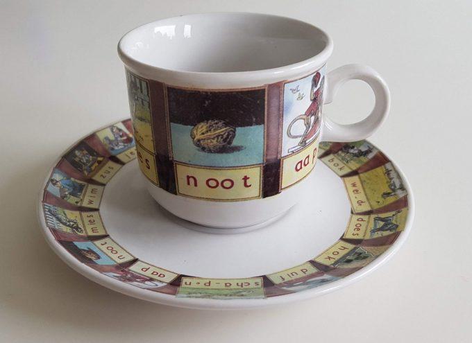 Wolters-Noordhoff / Ter Steege bv. Aap noot mies enz. Koffie kop en schotel. 1