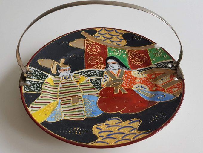 Made in Japan. Bonbonnière met Japans tafereel dame en heeer. Theeceremonie? 1