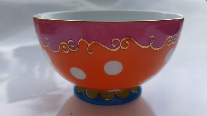 Oilily made for Douwe Egberts. Kommetje rond met polka dot. Roze, Oranje, Blauw. Golfrand. 1