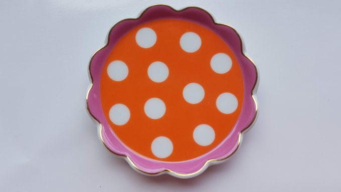 Oilily made for Douwe Egberts. Thee tip rond met polka dot. Oranje Roze. Golfrand.  Per stuk. 2