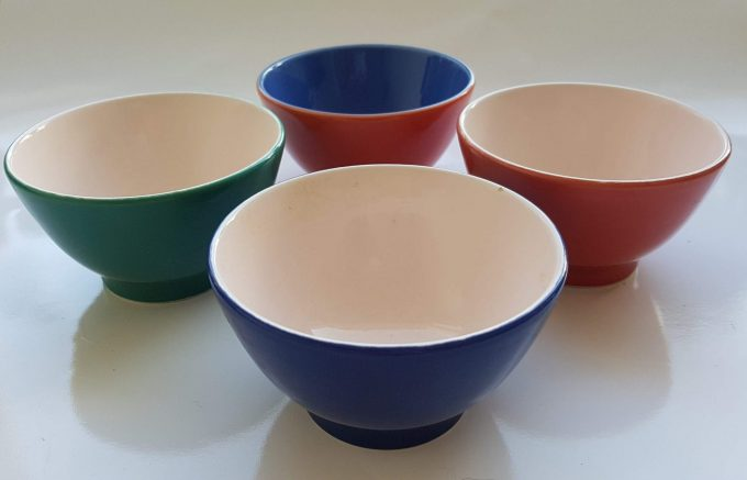 P Italy, Pagnossin.  Schaaltjes  /bowls 4 kleuren. Per set van 4 1