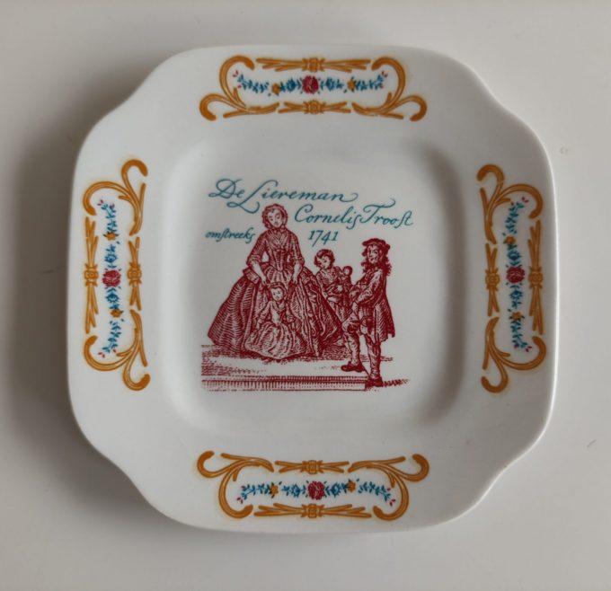 Boch La Louvière. Made in Belgium. Cornelis Troost. Gebaksbordjes vierkant. Blindemanspel. Per stuk 2