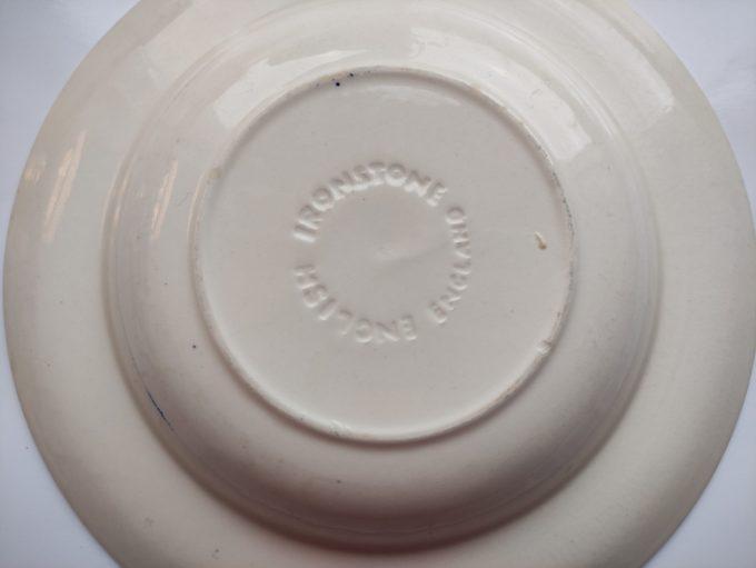 English Ironstone England. Diepe borden met bloemmotief blauw wit. 22.5 cm. . Set van 2. 3