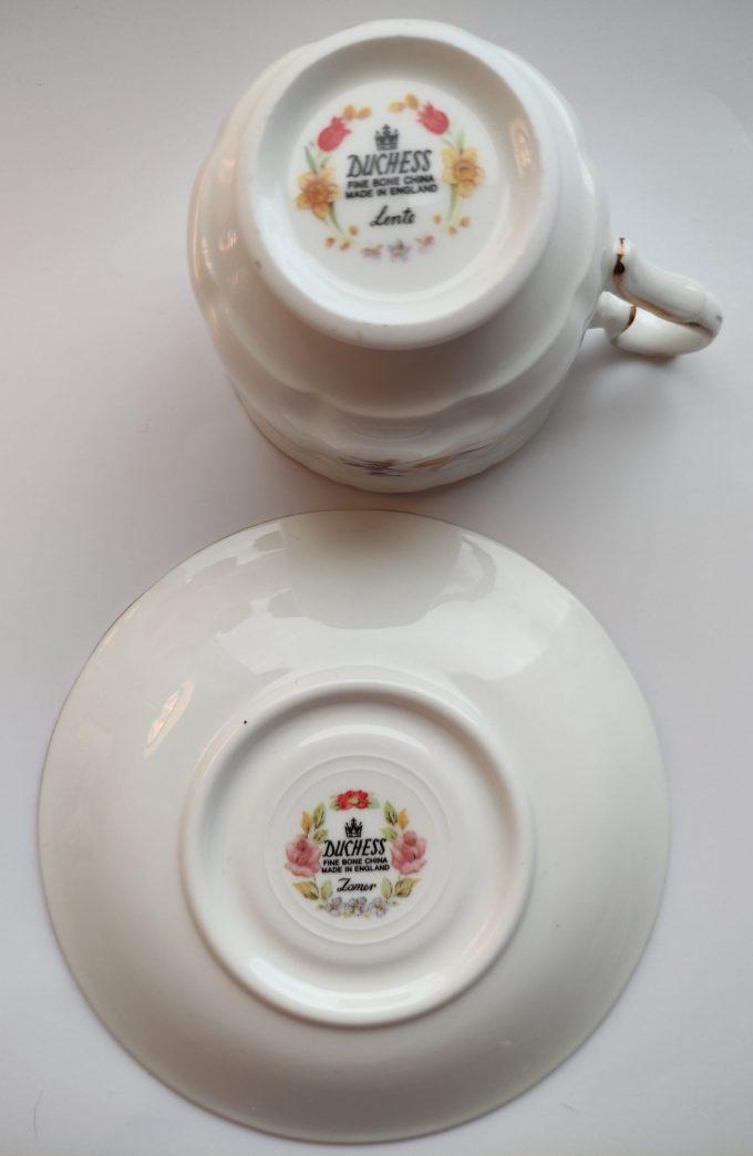 """Duchess. Made in England. Fine Bone China. Thee kop en schotel. Mooi op schrift """"Lente"""". Prachtig bloemenmotief. 3"""