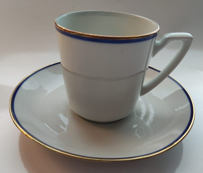 Eschenbach Bavaria-Germany. Koffie kop en schotel Blauw en Groen. Gouden randjes. Per set van 2 2