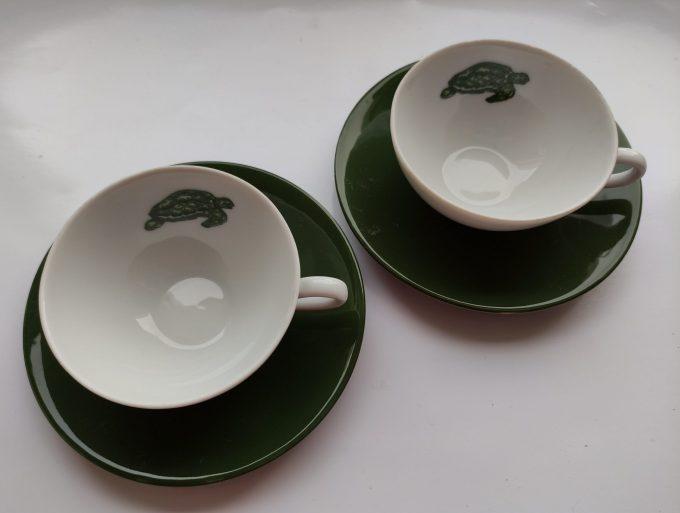 Seltmann Weide. W-Germany. Thee kop en schotel klein. Wit groen met schildpad afbeelding. Set van 2 2