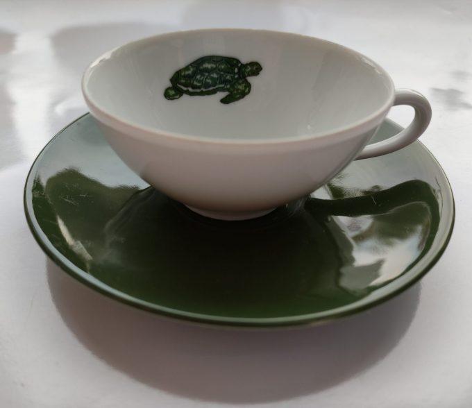 Seltmann Weide. W-Germany. Thee kop en schotel klein. Wit groen met schildpad afbeelding. Set van 2 1