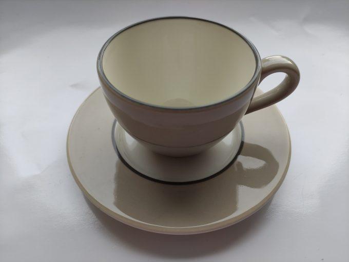 P (Pagnossin)? Made in Italy. Koffie kop en schotel. Creme wit. Per set van 2 1