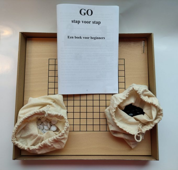 HOT Sports bordspel 728000. Original G0-Set klein. Dubbelzijdig bord beuken fineer. 2