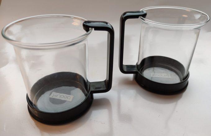Bodum Made in Switzerland. Theeglas met plastic houder zwart. Per set van 2 1