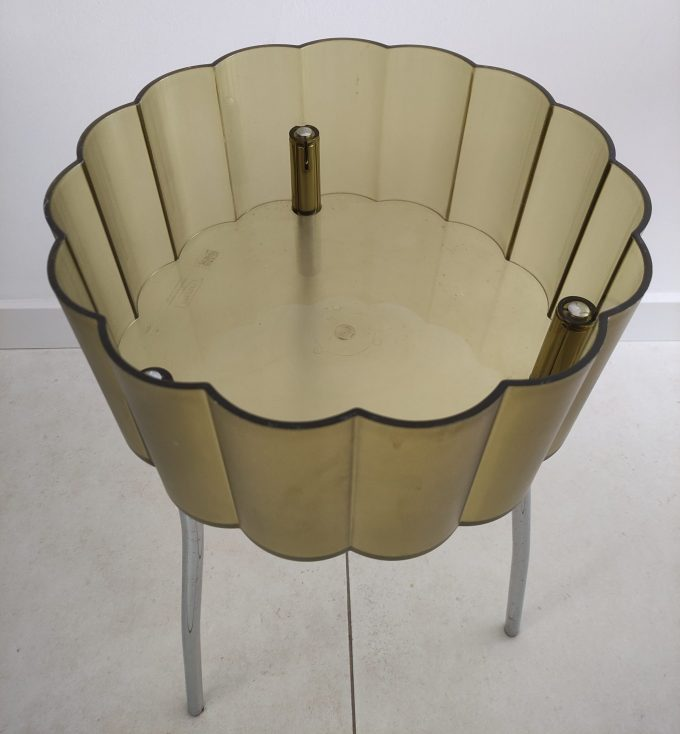 Ikea ontwerp jaren 90. Bijzettafeltje driepoot groen plexiglas met deksel. Per stuk. 4