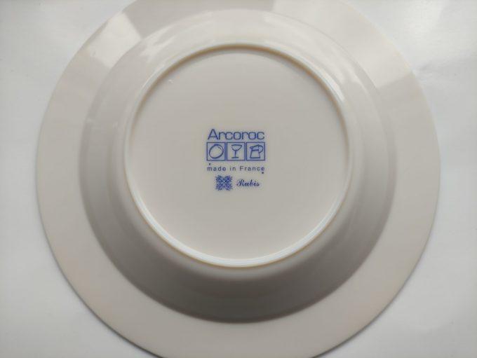 Arcoroc. Made in France. Design Rubis. Diepe borden. Wit met rode rand en bladversiering. Persglas. Per stuk. 4
