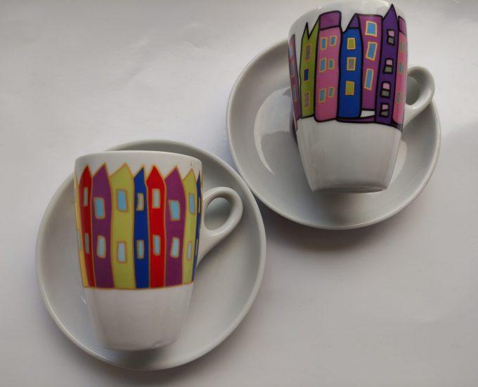 Yong. Espresso kop en schotel. Afbeelding huizen. Set van 2. 2