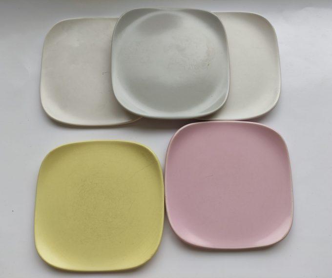 Flora Porcelina. Gouda Holland. Vierkante gebaksbordjes. 5 Pastel kleuren. Set van 5 2