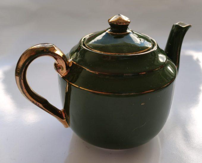 Koffie of Mokka of Kinder servies? Groen Wit met Gouden randen. 9 delige Set 2
