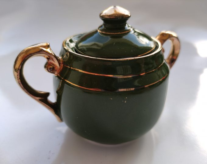 Koffie of Mokka of Kinder servies? Groen Wit met Gouden randen. 9 delige Set 3